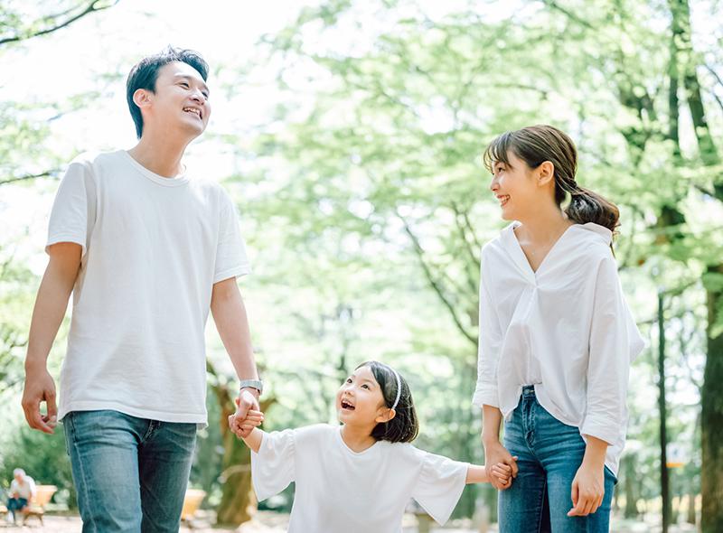 屋外での家族写真イメージ