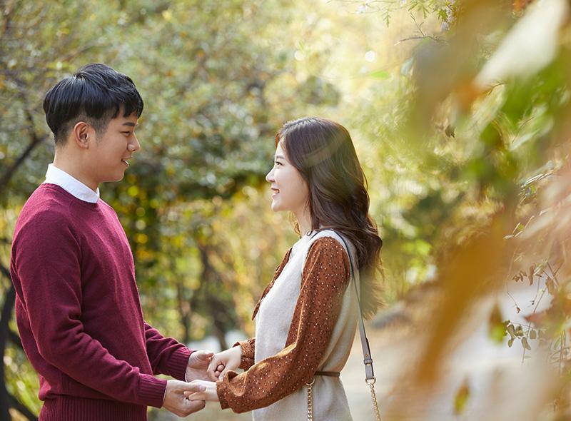 屋外でのカップル写真イメージ