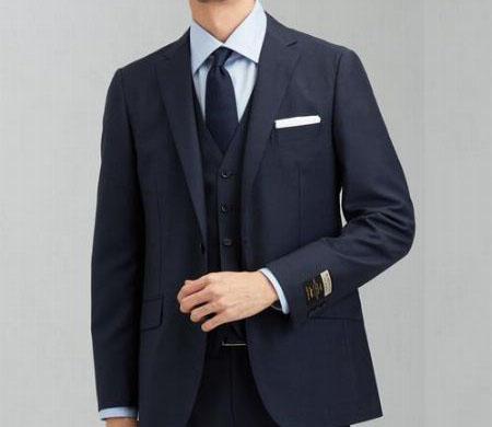 青いネクタイの男性