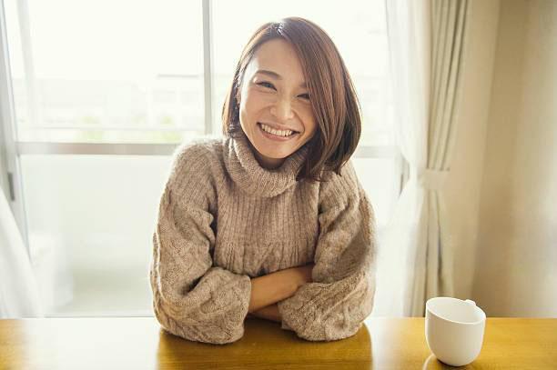 30代のかわいい笑顔の女性