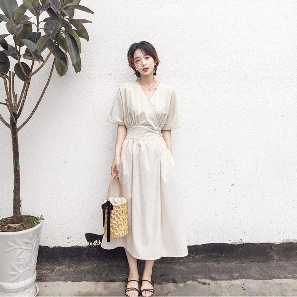 ストレートタイプの春のデート服 白いワンピース