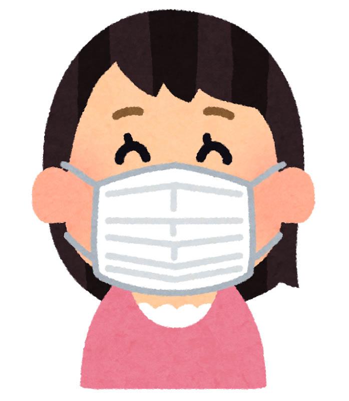 マスクをする笑顔の女性
