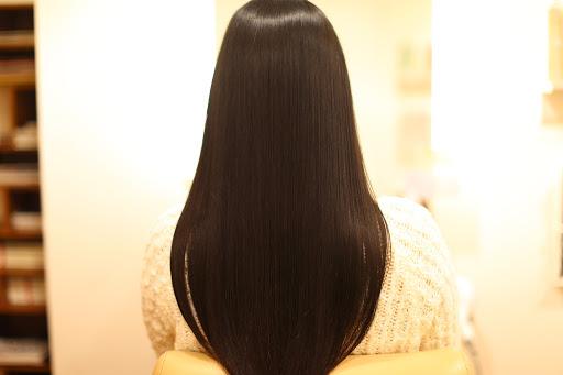 サラサラ髪の女性
