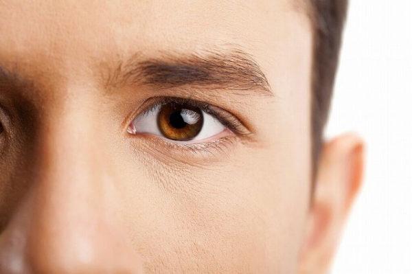 理想の眉毛の外国人男性
