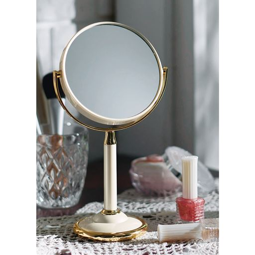 置き型の手鏡の写真
