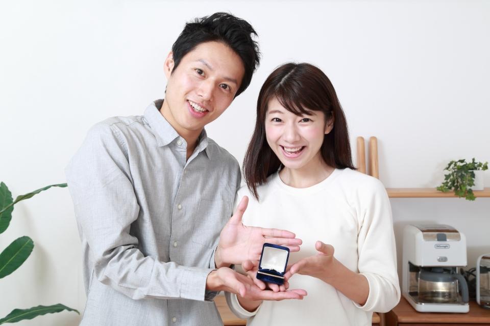 婚活に成功した男女の写真