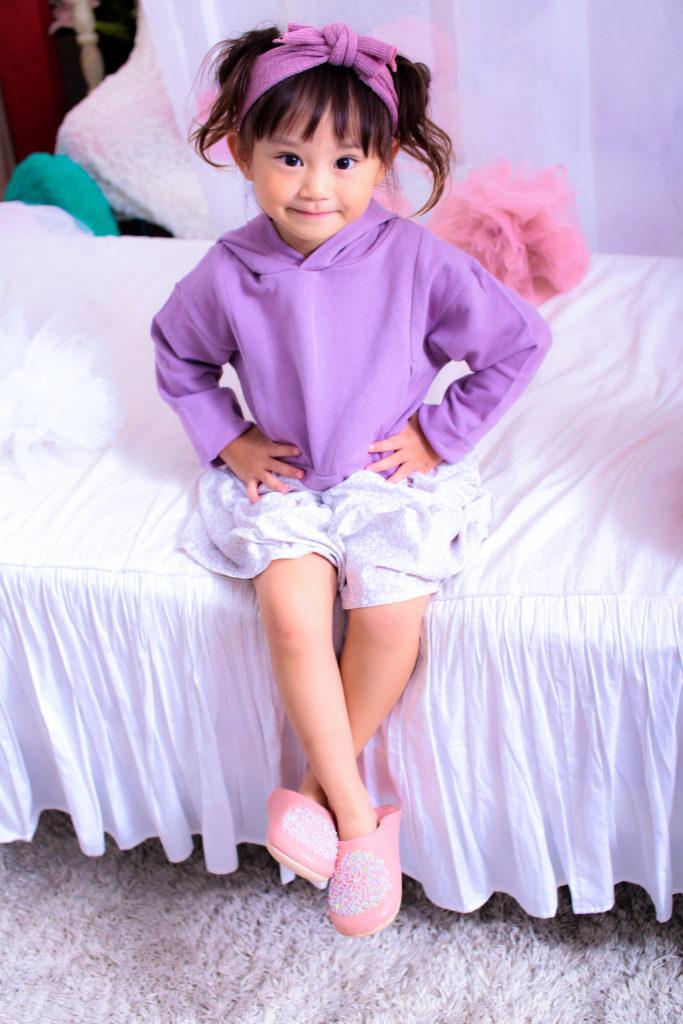 子供のファッションカタログ用の写真