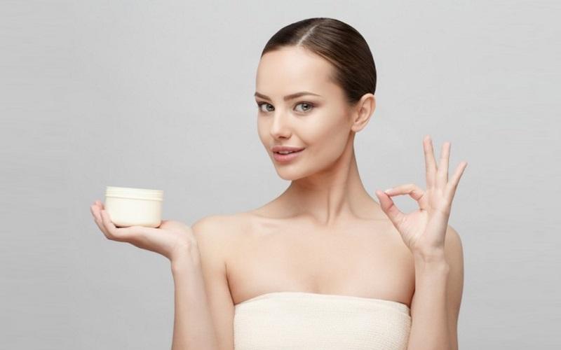 化粧崩れの原因:基礎化粧品と女性