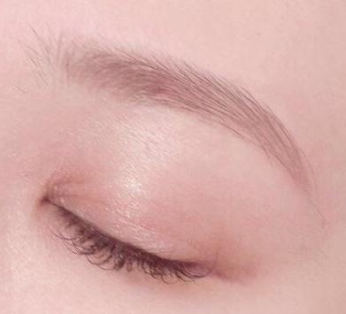 眉毛と目元の画像